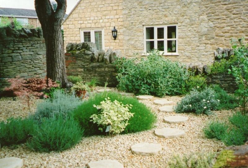 A pretty Sherington garden