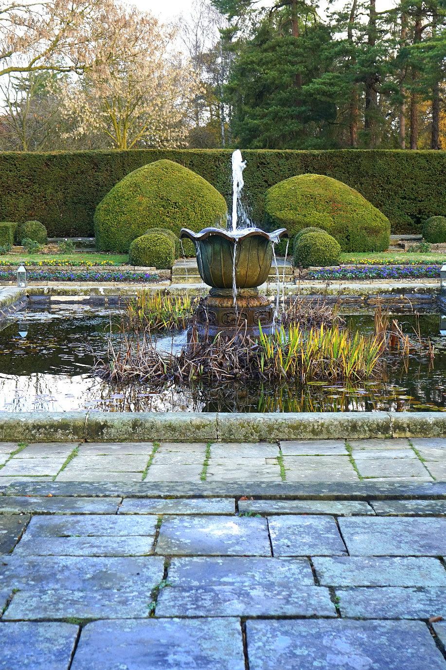 Round water feature